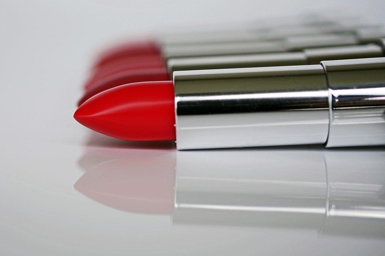 Lippen, Lippenstift, Statementlippen, rote Lippen, Lippen schminken, Make up, Make up Tipps, Schminktipps, Beauty, Schminktante, Anja Frankenhäuser, annacapictures, pixabay