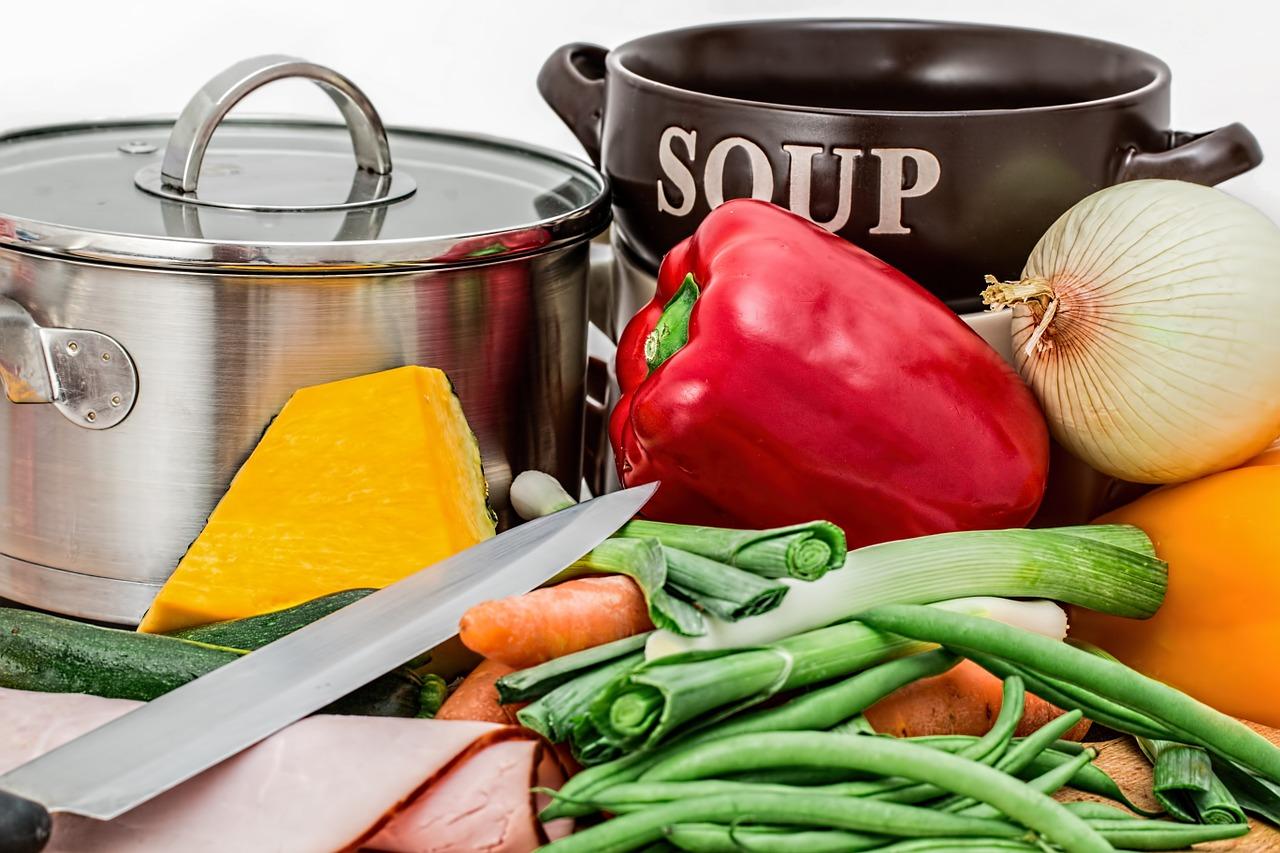 Das Rezept zur berühmten Alexa-Suppe von Ernährungsexpertin Dr. Alexa Iwan und der Schminktante.