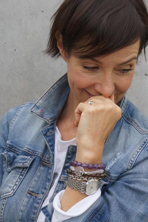 Edelsteine - Geschenk der Natur und wunderschöner Schmuck. Für eine Kooperation mit Stoneberry hat sich Schminktante Anja Frankenhäuser mit der Heilwirkung von Edelsteinen beschäftigt.